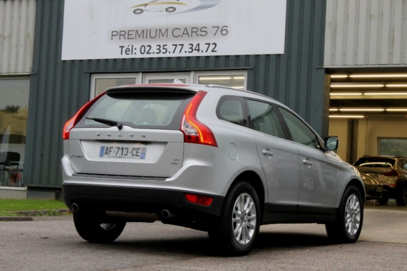 Photo 2 de l'offre de VOLVO XC60 D5 205 AWD SUMMUM GEARTRONIC à 12450€ chez Premium Cars 76