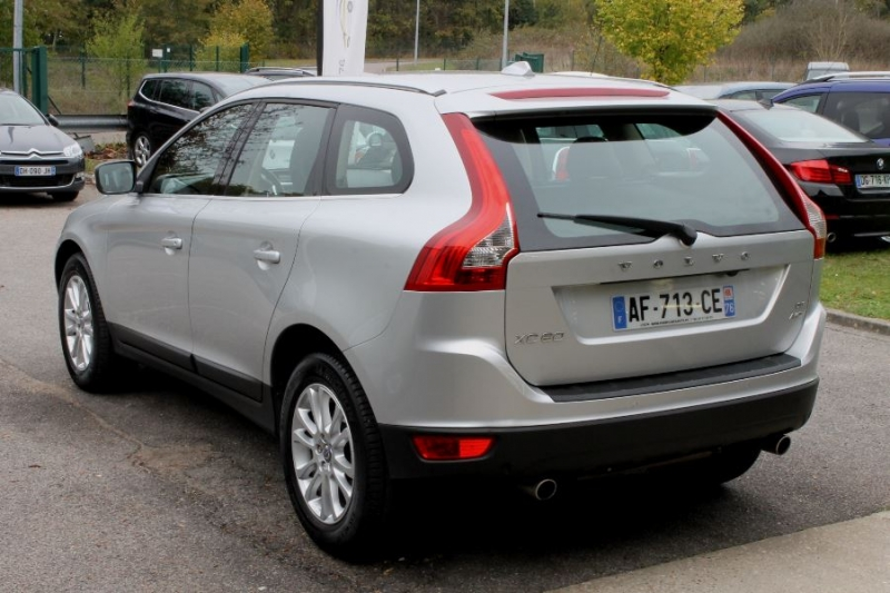 Photo 9 de l'offre de VOLVO XC60 D5 205 AWD SUMMUM GEARTRONIC à 12450€ chez Premium Cars 76